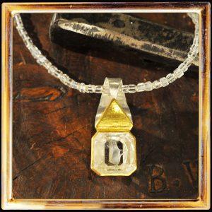 Kristall im Bergkristall, Feingold, Gelbgold, Silber
