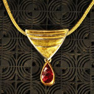 Goldschmiede karlsruhe unikatschmuck riegels-winsauer turmalin gold rubelith silber collier