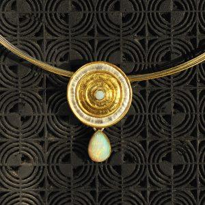 Goldschmiede karlsruhe unikatschmuck riegels-winsauer opal gold collier