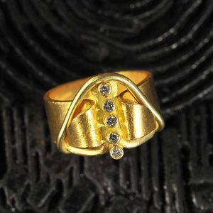 Goldschmiede karlsruhe unikatschmuck riegels-winsauer brillanten goldring gelbgold