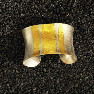 Goldschmiede karlsruhe unikatschmuck riegels-winsauer armschmuck armreif Gold silber
