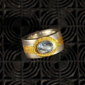 Goldschmiede karlsruhe unikatschmuck riegels-winsauer saphir Ring Gold silber