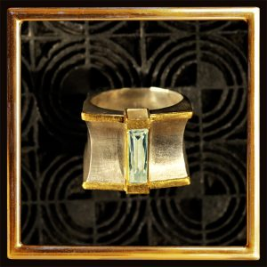 Bergkristall-Ring in außergewöhnlicher Form, Feingold, Silber